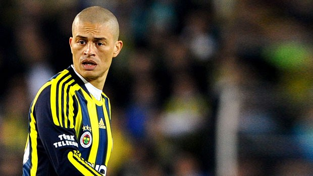 Alex na partida do Fenerbahçe (Foto: Getty Images)