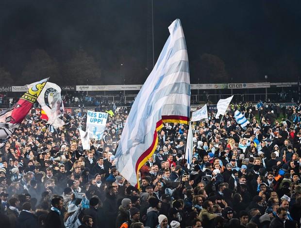 BLOG: Malmö leva o título sueco antecipado, e torcida invade o gramado para fazer festa
