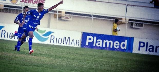 Confiança assumiu a liderança do torneio  (Foto: Filippe Araújo )