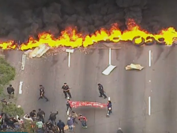 Protesto na Zona Norte (Foto: Reprodução/TV Globo)