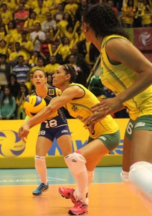 Camila Brait Jaqueline Brasil x EUA Grand Prix São Paulo (Foto: Divulgação/FIVB)