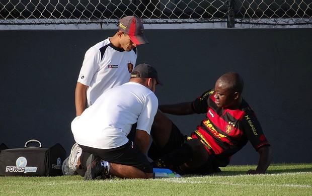 hugo sport lesão (Foto: Elton de Castro)