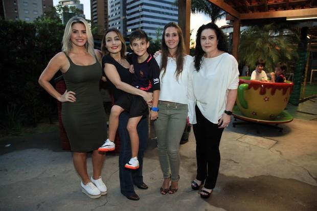 Mari Alexandre, Tainá, Záion, Krizia e Cristina (Foto: Marcos Ribas/Brazil News)