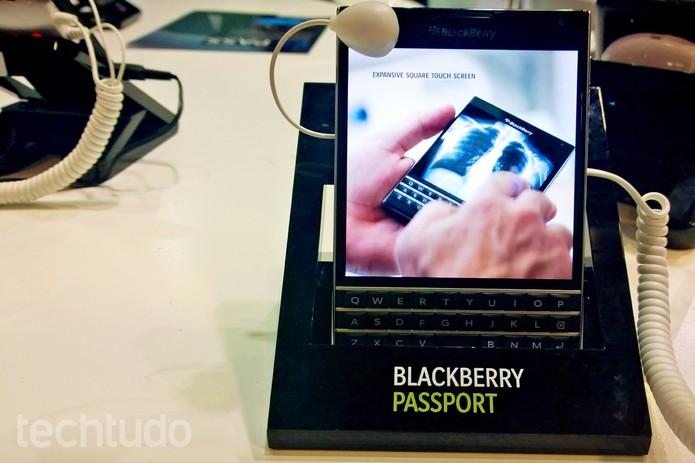 BlackBerry Passport tem um acabamento sólido (Foto: Fabrício Vitorino/TechTudo)