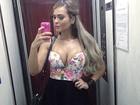 Que decotão! Geisy Arruda faz selfie e pergunta: 'Cadê o peito caído?'