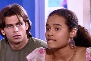 Pedro acha que Júlia e Maumau estão namorando (Foto: reprodução/TV Globo)