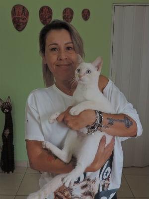Nana só trabalha com mulheres e as tatuagens são agendadas pelas redes sociais (Foto: Ivana Santana/G1)