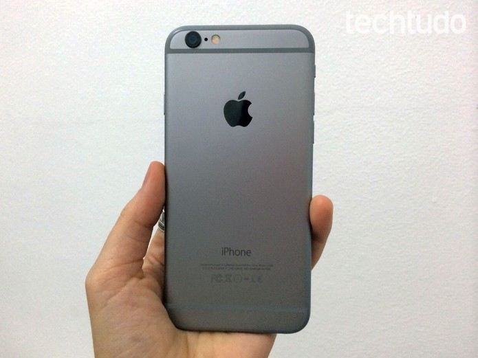 Traseira do iPhone 6, novo smartphone da Apple (Foto: Laura Malouf/TechTudo)