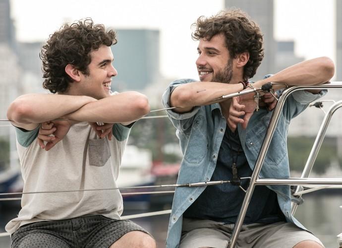 Fofos! Bernardo e Pedro conversam, sorridentes, em cena final  (Foto: Inácio Moraes/Gshow)