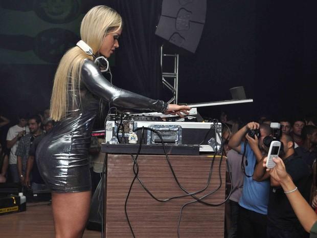 Aryane Steinkopf se apresenta em boate em Vila Velha, no Espírito Santo (Foto: Divulgação)
