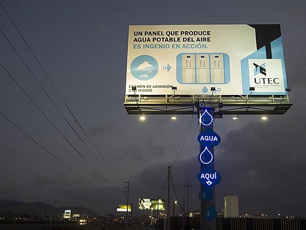Outdoor instalado nos arredores de Lima, no Peru, transforma ar em água potável (Foto: Utec/Agência Mayo)