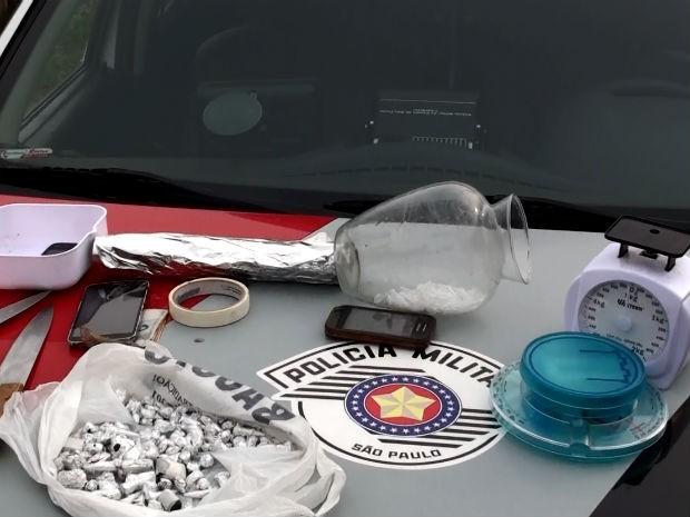 Idosa foi presa em flagrante por tráfico de drogas no Cidade Aracy (Foto: Fábio de Souza/ EPTV)