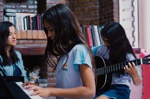 Alunos aprendem iniciação a música em três módulos diferentes (Foto: Divulgação)