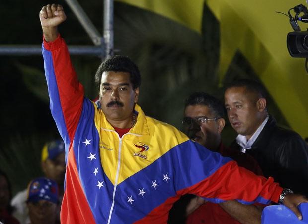 O presidente eleito da Venezuela, Nicolás Maduro, celebra sua vitória neste domingo (14) no Palácio de Miraflores, em Caracas (Foto: Reuters)