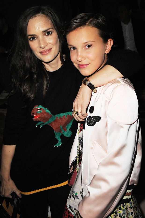 Winona Ryder e Millie Bobby Brown (Foto: Chance Yeh/Getty Images)