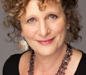 A australiana Ramona Koval, autora de Conversas com escritores. O livro reúne entrevistas com 26 autores (Foto: Reprodução)