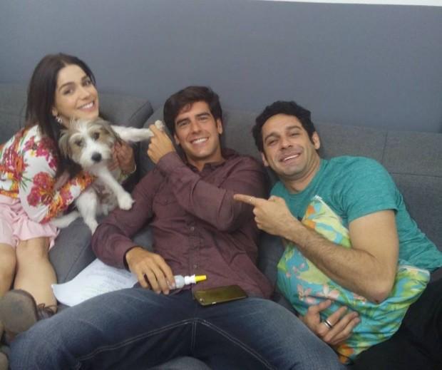 Tito com Sabrina Petraglia, Marcos Pitombo e João Baldasserini nos bastidores da novela Haja Coração (Foto: Reprodução/Instagram)