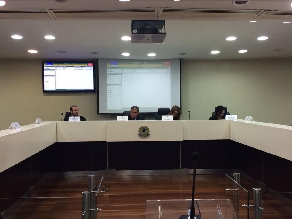 Tumulto foi considerado um ponto isolado de confusão, segundo presidente do TRE-PE (Foto: Thays Estarque/G1)