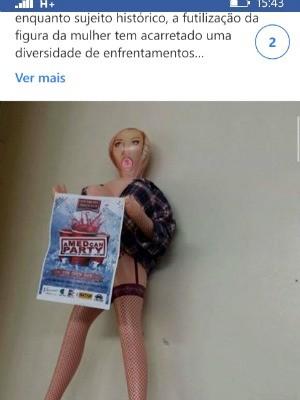 Boneca ficou exposta no restaurante universitário da Ufac  (Foto: Reprodução/Facebook)