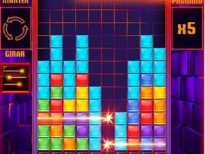 Poderes especiais ajudam o jogador a conseguir mais pontos em 'Tetris Blitz' (Foto: Divulgação/Electronic Arts)