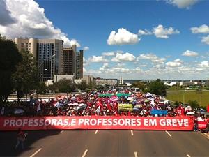 Professores do DF decidem em assembleia manter greve por tempo indeterminado (Foto: Maiara Dornelles / G1)