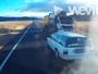 Câmera de caminhão flagra um quase choque frontal em estrada australiana