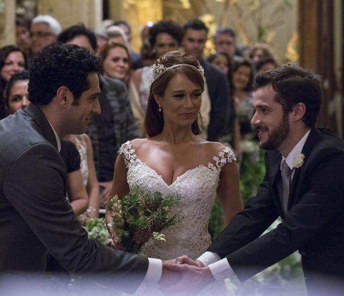 Giovanni entrega Tancinha ao noivo (Foto: Ellen Soares/Gshow)