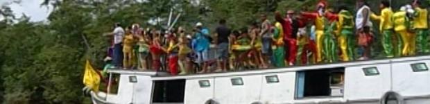 Ribeirinhos fazem a folia no 'Carnaval das Águas' em Cametá (Reprodução/TV Liberal)