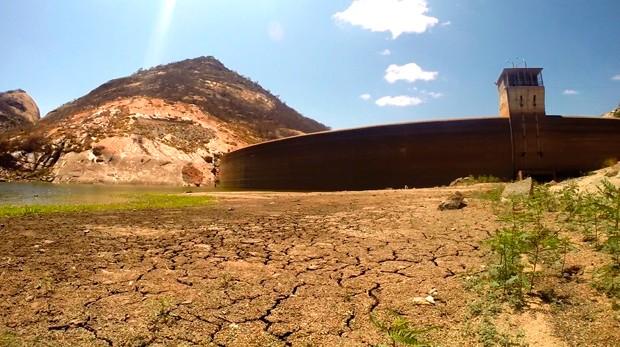Com paenas 6% de água, açude Gargalheiras tem o nível mais baixo da história (Foto: Fred Carvalho/G1)