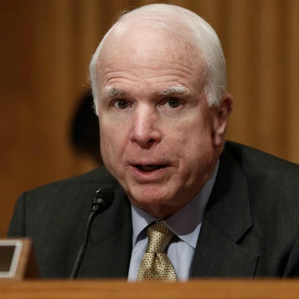 O ex-candidato republicano à presidência dos EUA John McCain teve três filhos com a primeira esposa, outros três com a segunda, e, depois, adotou mais uma criança. (Foto: Getty Images)