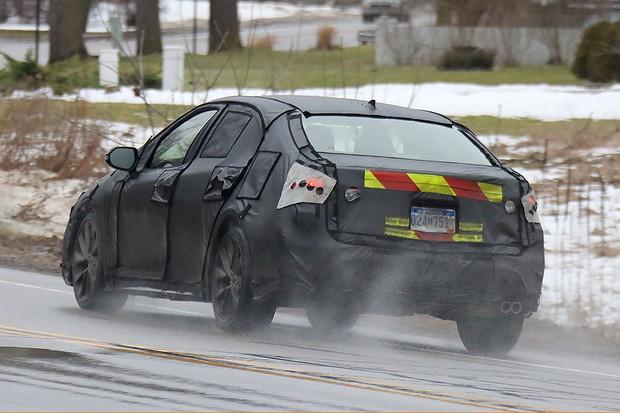 Flagra do novo Toyota Corolla 2020 em testes (Foto: Automedia)