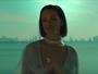 Rihanna ousa com transparência e mostra seios em novo clipe