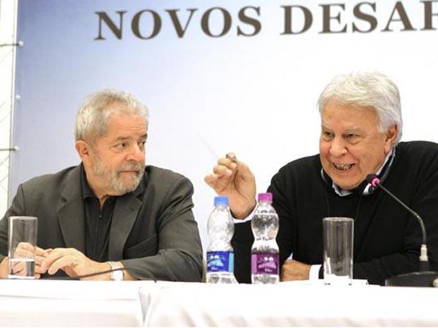 """O ex-presidente Lula e o ex-primeiro-ministro da Espanha Felipe González no seminário """"Desafios da Democracia"""", em São Paulo.  (Foto: Reprodução/Twitter: inst_Lula)"""