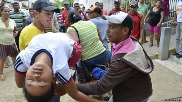 Mais de 200 meninas sofrem com os sintomas, mas o mistério da causa deles ainda não foi desvendado (Foto: El Heraldo/ BBC)