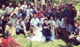 Sophie Charlotte, a Alice de 'Os dias eram assim', homenageou a equipe da supersérie da Globo. 'Vou sentir falta de todos', escreveu no Instagram. Veja mais fotos dos bastidores da reta final | Reprodução Instagram