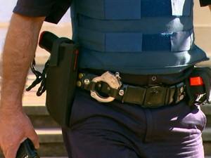Arma dará mais confiança aos guardas, segundo secretário de Segurança (Foto: Felipe Lazzarotto/EPTV)