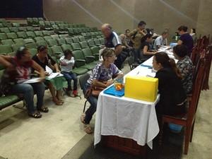 Dois postos foram montados para atenderem servidores em Macapá (Foto: John Pacheco/G1)