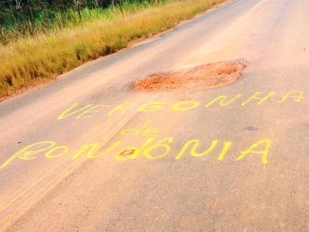 BR-425 liga os municípios de Colorado do Oeste e Cerejeiras (Foto: Extra de Rondônia/Reprodução)