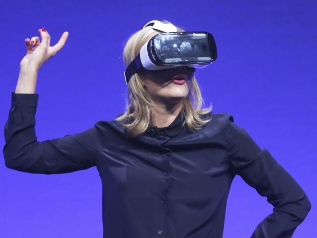 04f2f0aed5d5f Apresentadora demonstra Gear VR em evento da Samsung em Berlim, na Alemanha  (Foto