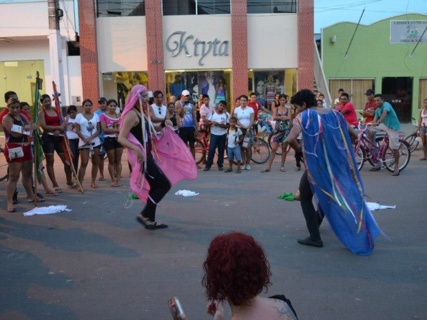 Espetáculo traz versão cordelizada de Romeu e Julieta (Foto: Divulgação)