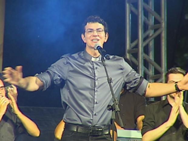 Pe Reginaldo Manzotti fez show evangélico (Foto: Reprodução / TV TEM)