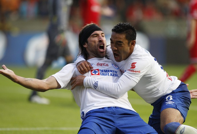 Pavone e Marco Fabián gol Cruz Azul (Foto: EFE)