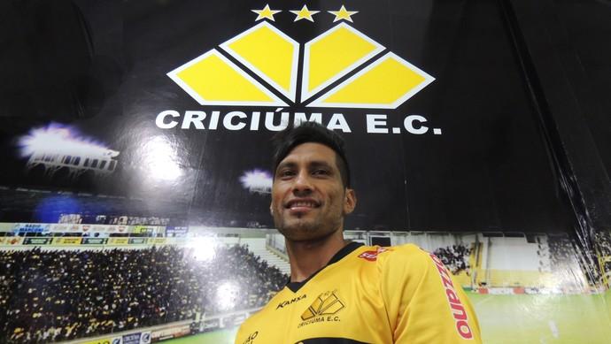 Escudero zagueiro Criciúma (Foto: João Lucas Cardoso)