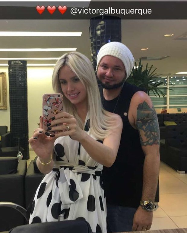 Thyane Dantas com o hair stylist Victor Albuquerque  (Foto: Reprodução / Instagram)