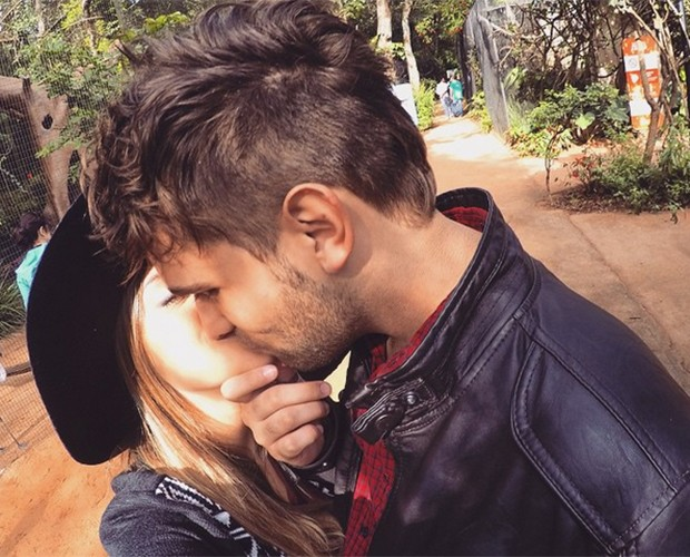 'Continuo namorando firme e forte' diz Polliana sobre namoro à distância (Foto: Arquivo Pessoal)