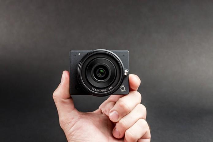 Câmera E1 tem design compacto e filma em 4K (Foto: Divulgação/Kickstarter )
