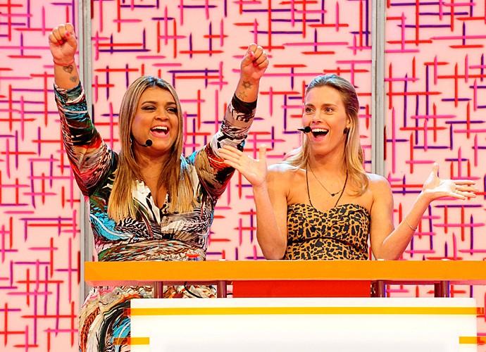 Preta Gil e Carolina Dieckmann participaram do quadro Vídeo Game do Vídeo Show em 2011 (Foto: Marcio Nunes / TV Globo)