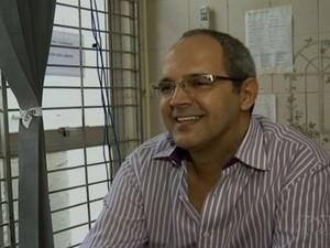 Geovani Pereira, contador do grupo de Cachoeira, se entrega à PF em Anápolis, Goiás (Foto: Reprodução/TV Anhanguera)