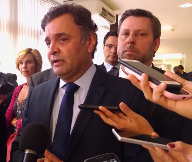 Aécio Neves deu entrevista a jornalistas após reunião da executiva do PSDB (Foto: Laís Alegretti/G1)