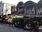 Carreta fica destruída após pegar fogo na BR-459 em Piquete, SP